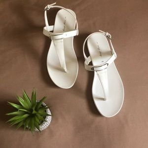 New with tag wide width white sandals
